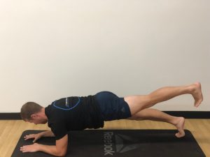 Plank and leg extension: glutei activation exercise